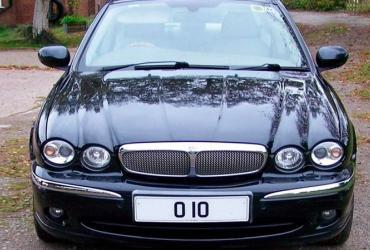 В Великобритании особый автомобильный номер продали за крупную сумму на аукционе