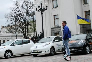 «Tesla впервые обогнала Nissan»: В мае украинцы приобрели 940 электромобилей, что в 1,5 раза больше результатов прошлого года (с начала года в Украину ввезли 2700 электромобилей)